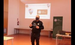 La Policía Local informa en la EFA Moratalaz de los riesgos del alcohol y drogas en la conducción