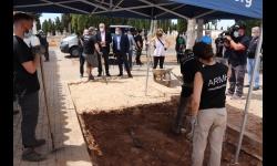 El alcalde ha visitado los trabajos de exhumación
