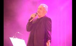 Víctor Manuel durante su concierto en Manzanares