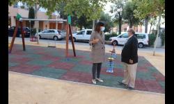 Díaz-Benito comprueba cómo ha quedado el parque junto a José Herrera
