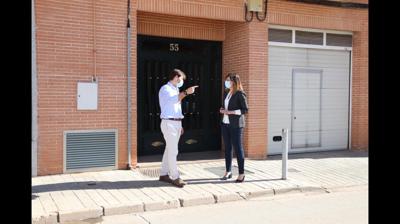 Sergio Noblejas e Isabel Díaz-Benito en la calle San Marcos