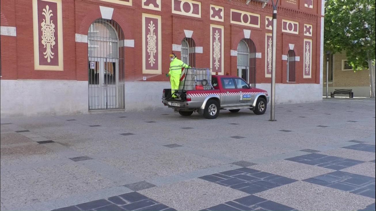Desinfección de la plaza del Gran Teatro