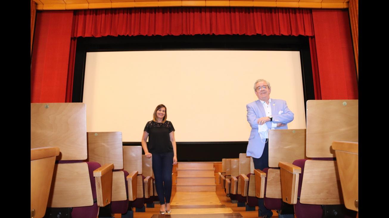 Díaz-Benito y Sevilla comprobaron la calidad de las proyecciones de cine en el Gran Teatro