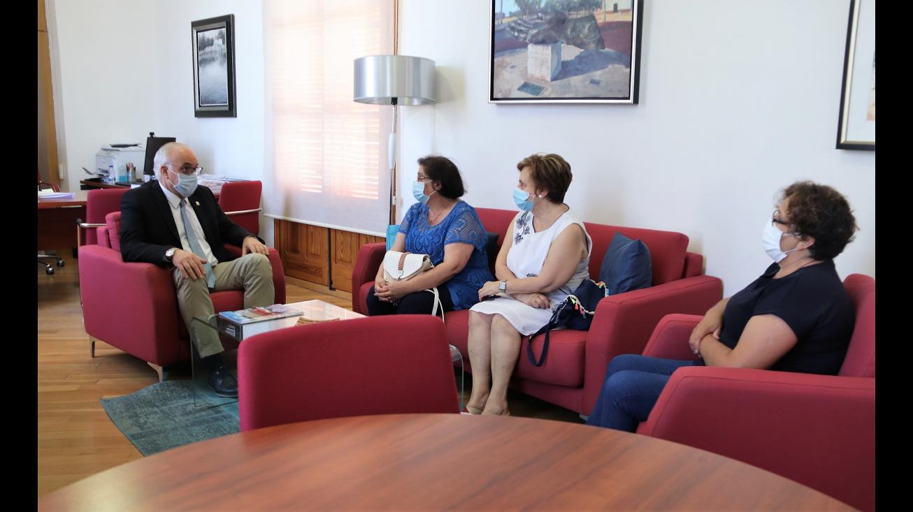 Reunión del alcalde con representantes de la Asociación de Amas de Casa