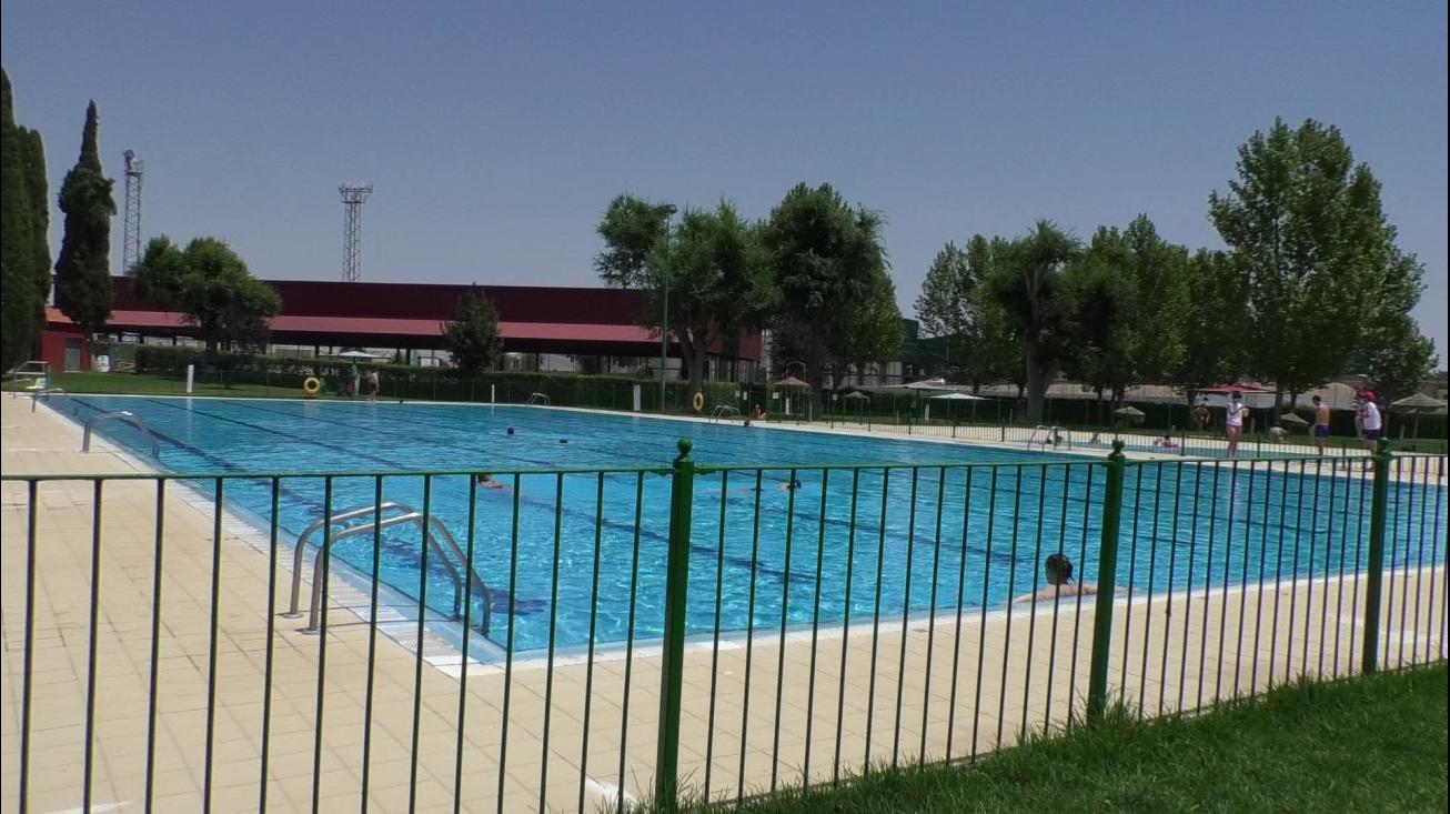 Aforo asequible en la primera semana de funcionamiento de la piscina municipal