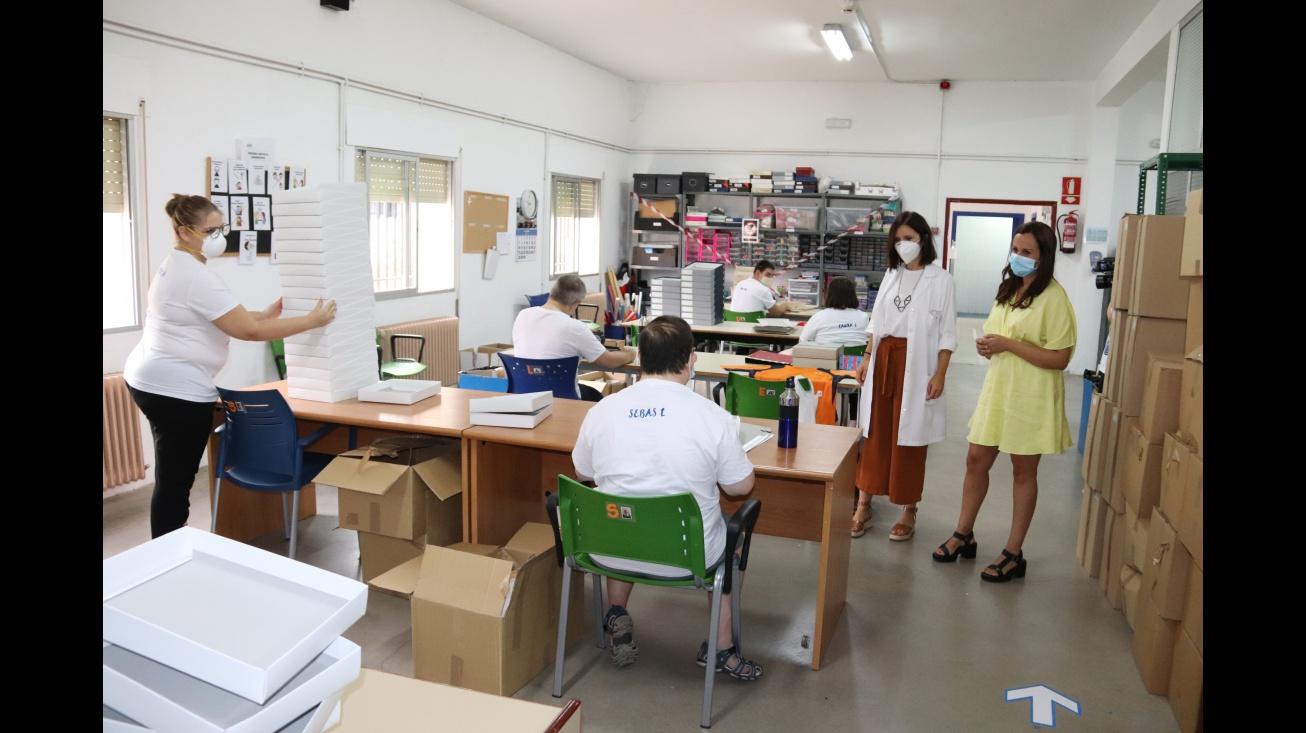 Zúñiga visita uno de los talleres ocupacionales