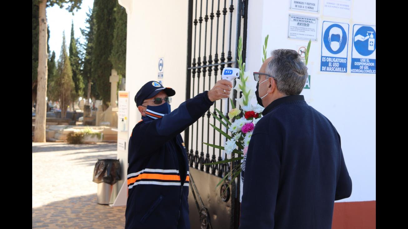 Control de temperatura a la entrada del cementerio