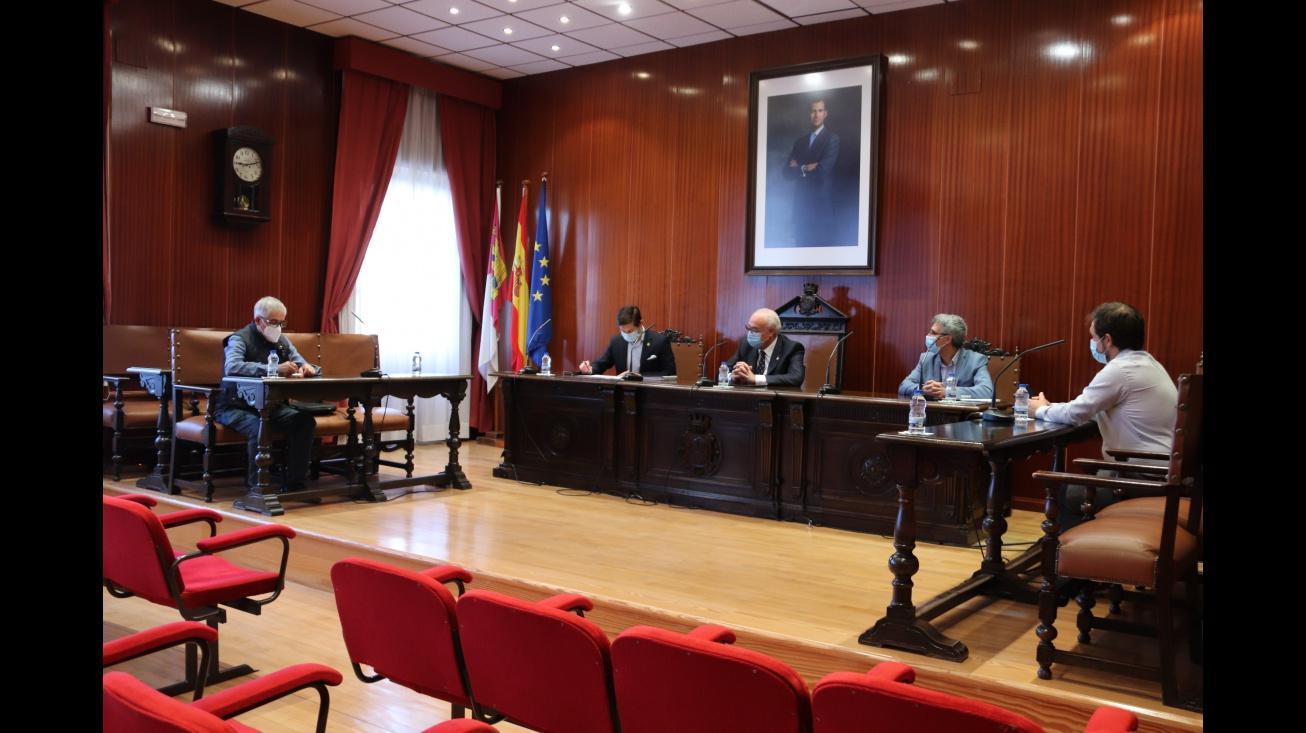El alcalde de Manzanares se ha reunido con representantes de AEMPOMAN