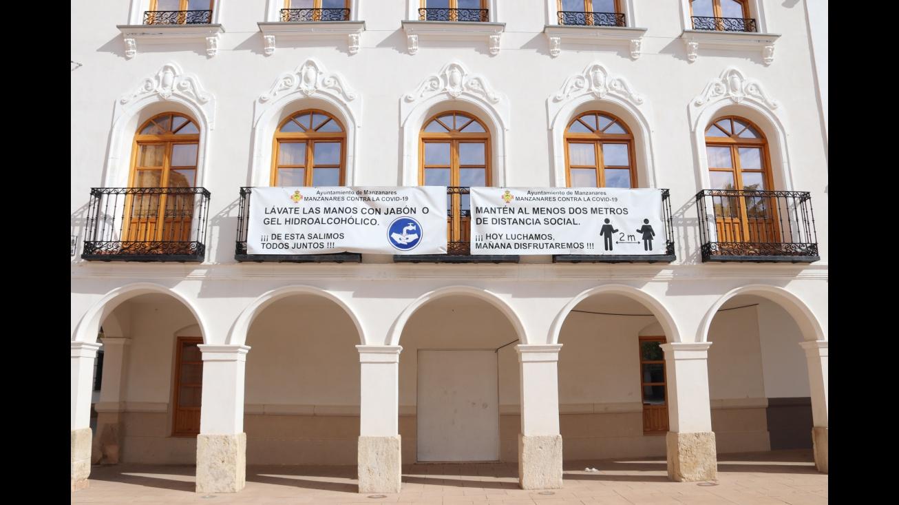 Pancartas informativas con medidas frente a la COVID-19