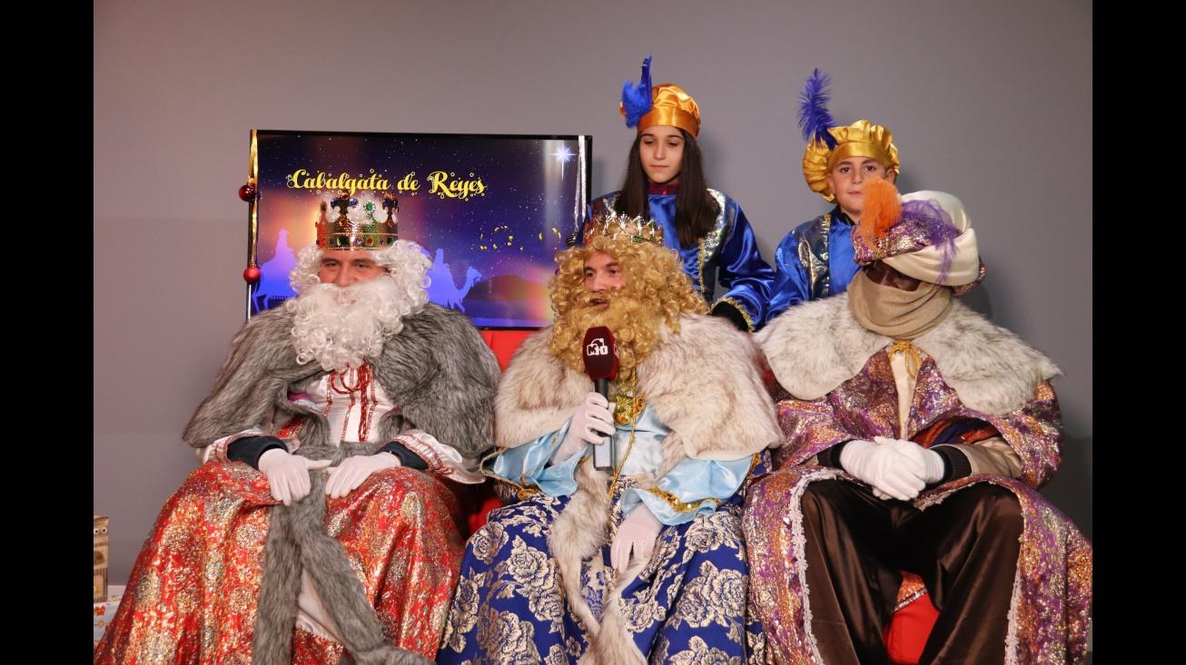 Visita de los Reyes Magos a la televisión municipal en enero de 2020