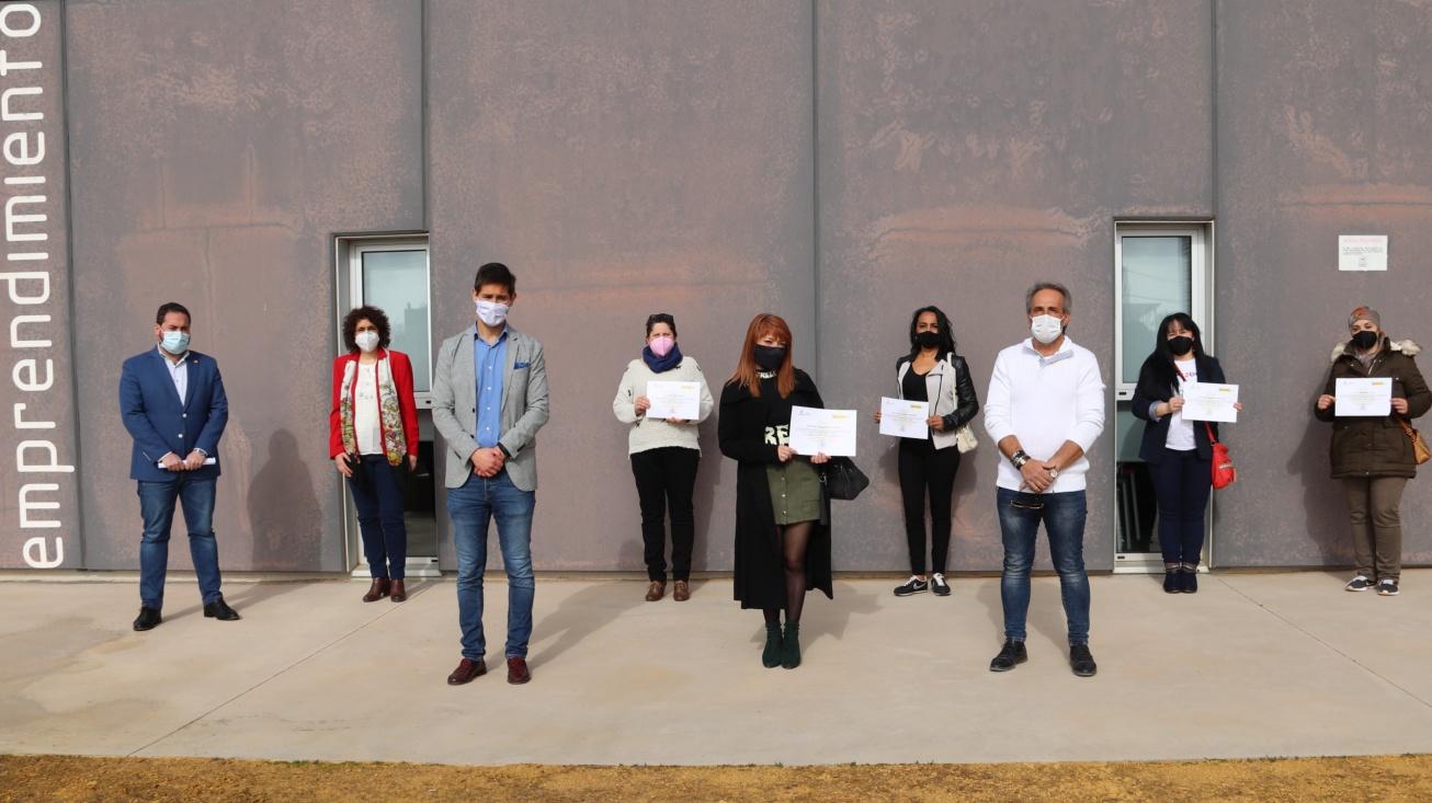 Foto conjunta tras la entrega de certificados de profesionalidad