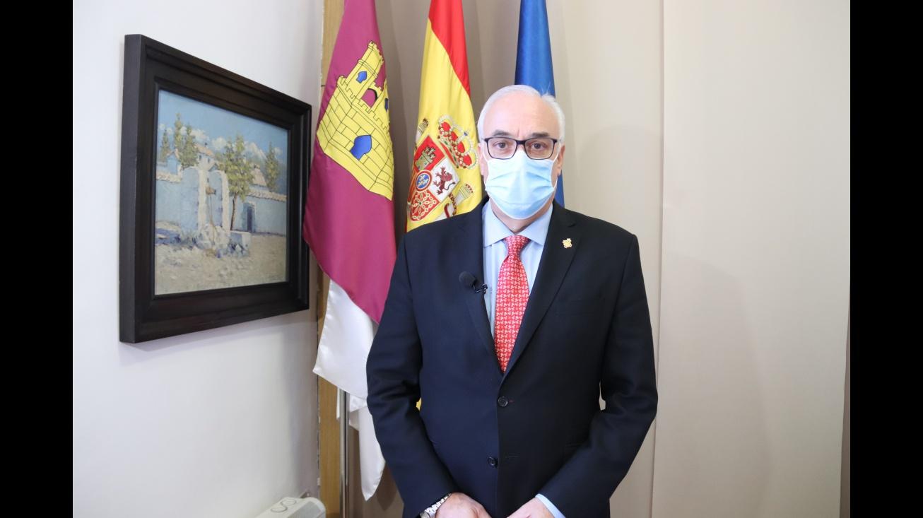 Julián Nieva en el despacho de alcaldía