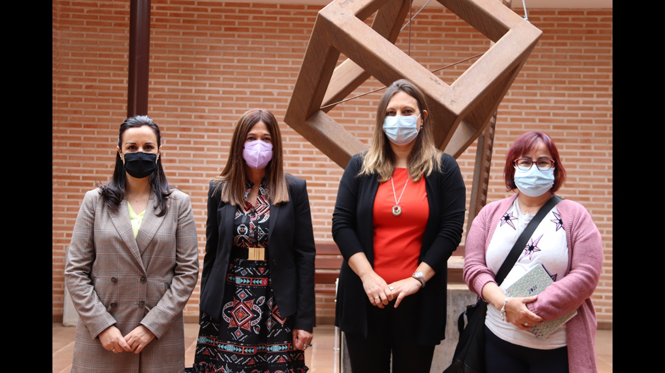 Visita de Pilar Callado al Centro de la Mujer
