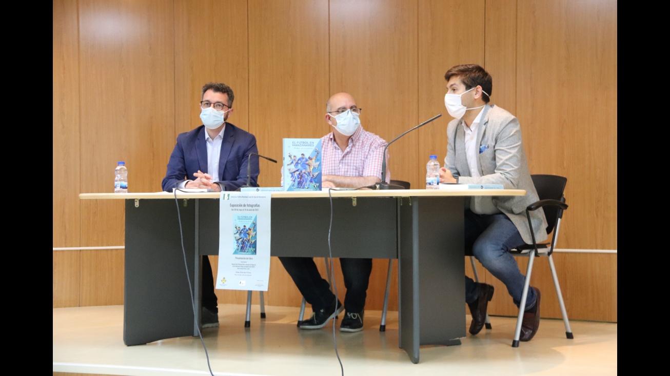 Intervención de Palacios (d) junto a Martínez (i) y Jareño (c)