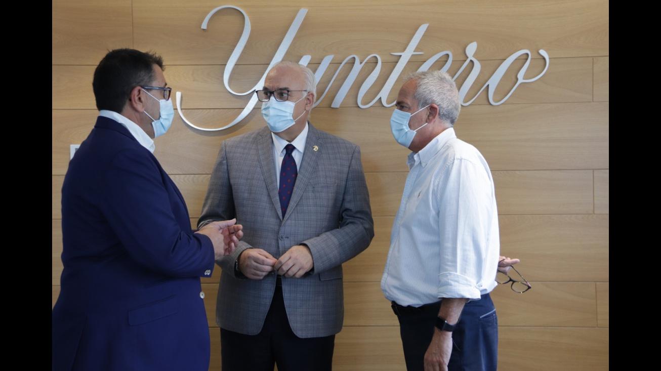 Visita de Julián Nieva a la Cooperativa Jesús del Perdón-Bodegas Yuntero con motivo del inicio de la vendimia 2021