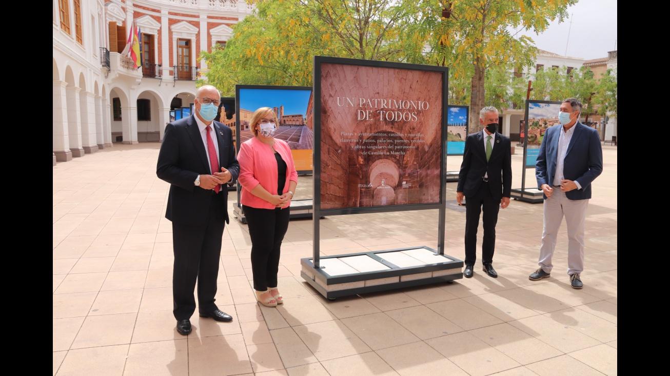 El alcalde junto a la delegada de la Junta y al representante de Fundación Iberdrola