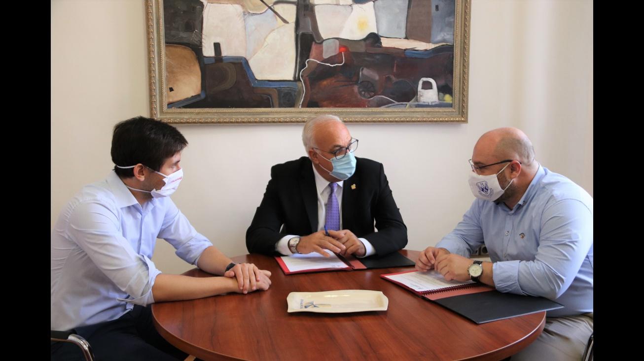 Del Salto junto al alcalde y al concejal de Deportes