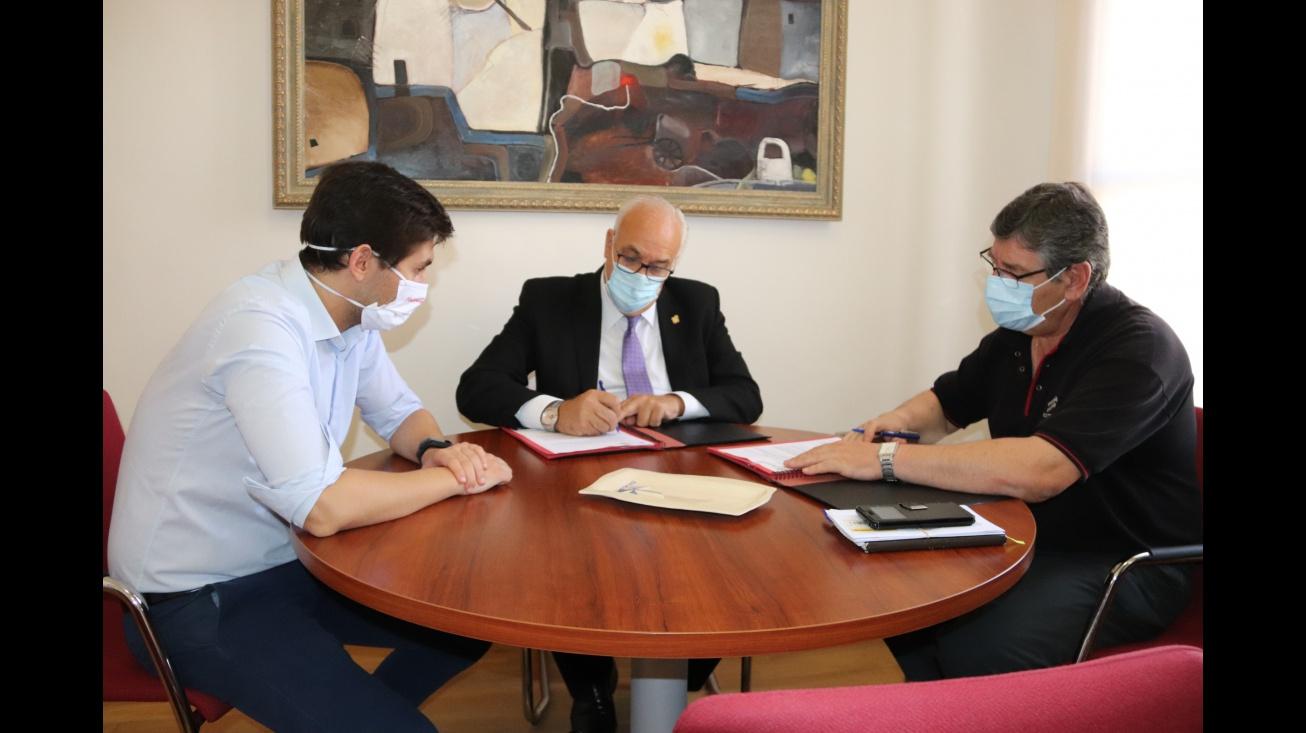 Nieva y Callejas firman el convenio de colaboración