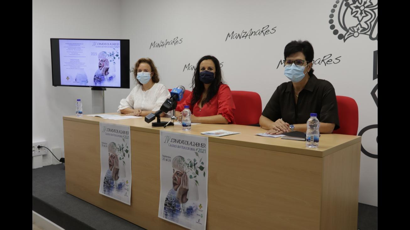 Zúñiga (centro) junto a Lara (izquierda) y Sánchez (derecha) en la presentación de las jornadas